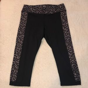 black& leopard print cropped yoga leggings